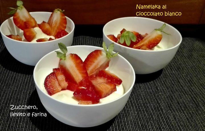 Namelaka usata in coppa con fragole e gelatine alla fragola e lampone