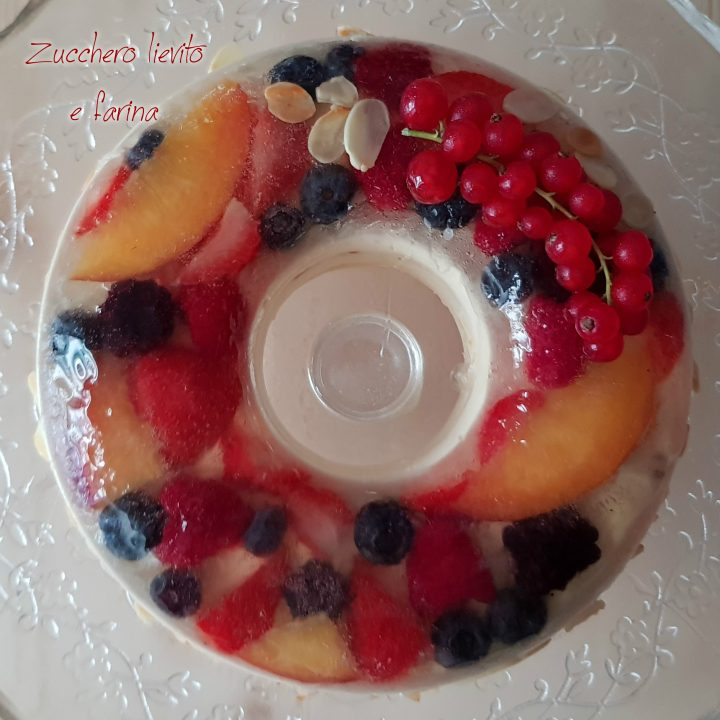 torta mascarpone e mandorle con aspic di moscato