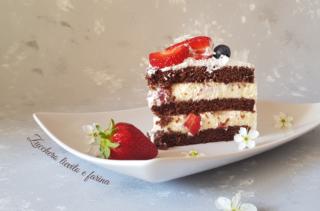 Torta al cioccolato con crema al mascarpone e fragole